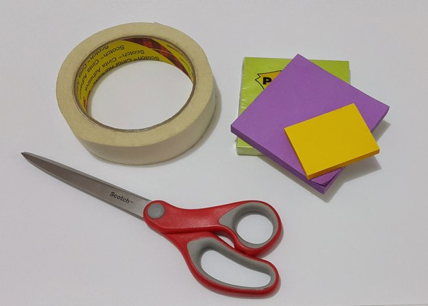 Tijeras, cinta y post-its!